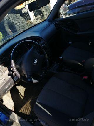 Hyundai Elantra 2.0 83kW
