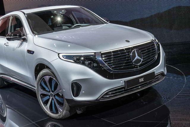 Ootan huviga, millise välimuse saab tulevane BMWercedes. Vist oleks lihtsam asendada kolmeharuline täht BMW propelleriga kui hakata bemmi hiid neere disainima mersulikuks? Foto: Daimler