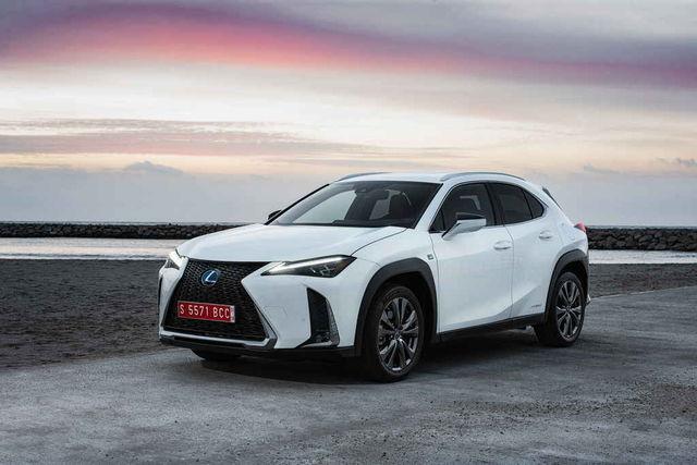 UX sõidab säästlikult ja küllalt elavalt. F-Sport pakett muudab nii disaini kui ka varustust. Foto: Lexus