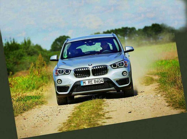 Teravapilguline X1 sõidab asiselt nagu maastikuauto, kuid napi kliirensi tõttu sellega raskemale maastikule siiski asja ei ole. Foto: Auto Bild