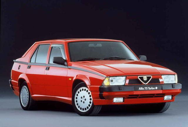 Alfa 75-t uuendati tootmisaja vältel korduvalt, kuid selle põhikuju jäi samaks. Fotol mudel 1,8i Turbo aastaist 1988–1991. Foto: FCA