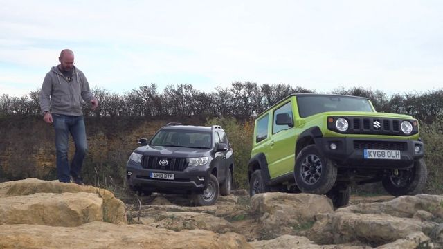Suzuki Jimny vs Toyota Land Cruiser. Kaader: Youtube