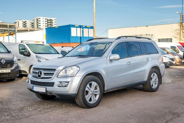 Mercedes-Benz GL ühendab luksuslikkuse ja maastikuvõimekuse ning pakub küllalt ruumi seitsmele sõitjale. Foto: Pille Russi