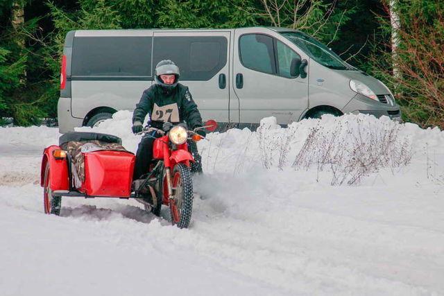 Traficuga vanamootorrataste talverallil. Fotod: Alo Soolo ja Elmar Ots