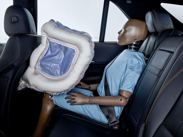 Uue kujuga ja tõhusamad turvapadjad tagaistmetel. Foto: Mercedes-Benz