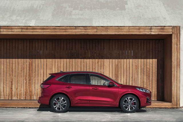 Uus Ford Kuga saab ülimalt mitmekesise mootorivaliku, milles erisuguseid hübriidegi leidub juba kolm. Foto: Ford