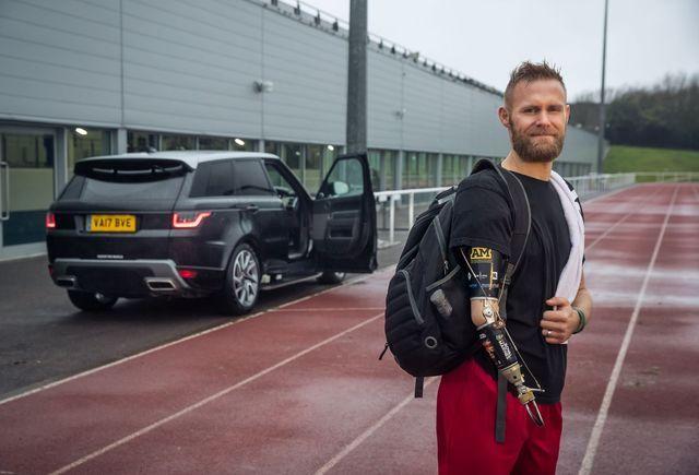 Automaatselt avaneb uks teeb invaliidide elu hõlpsamaks. Foto: Jaguar Land Rover