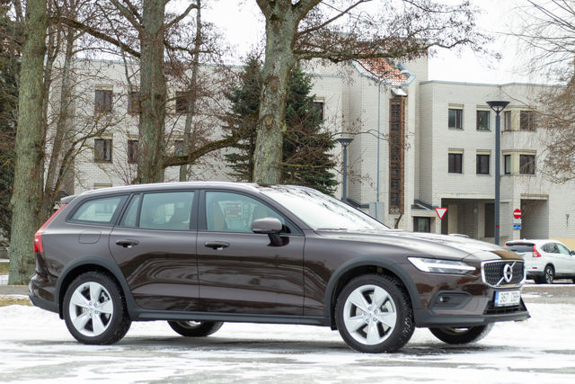 Volvo V60 Cross Country. Foto: Laas Valkonen