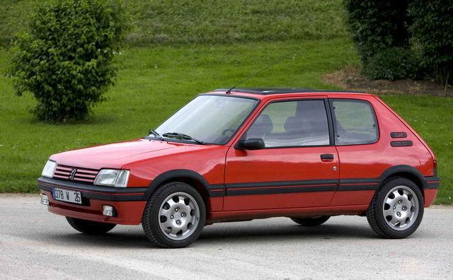 GTi-d eristasid tavamudeleist teistsugused kaitserauad, plastist keremanused ning suuremad rattad. Hiljem koguni 15tollised. Foto: Peugeot