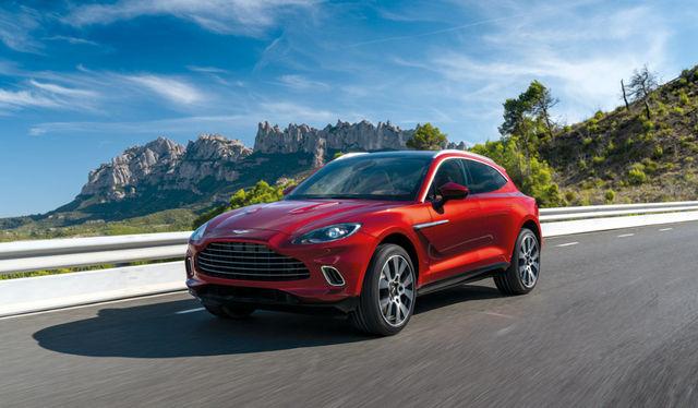 Uus Aston Martin DBX tuleb 193 000-eurose baashinnaga. Tootja lubab eeskujulikku juhitavust. Foto: Aston Martin