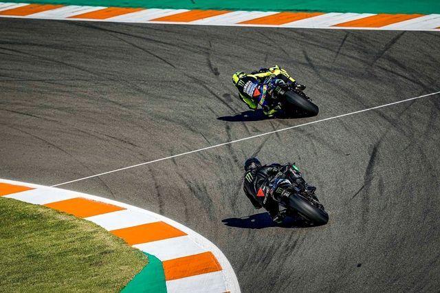 FOTOD. Lewis Hamilton ja Valentino Rossi vahetasid sõiduvahendeid