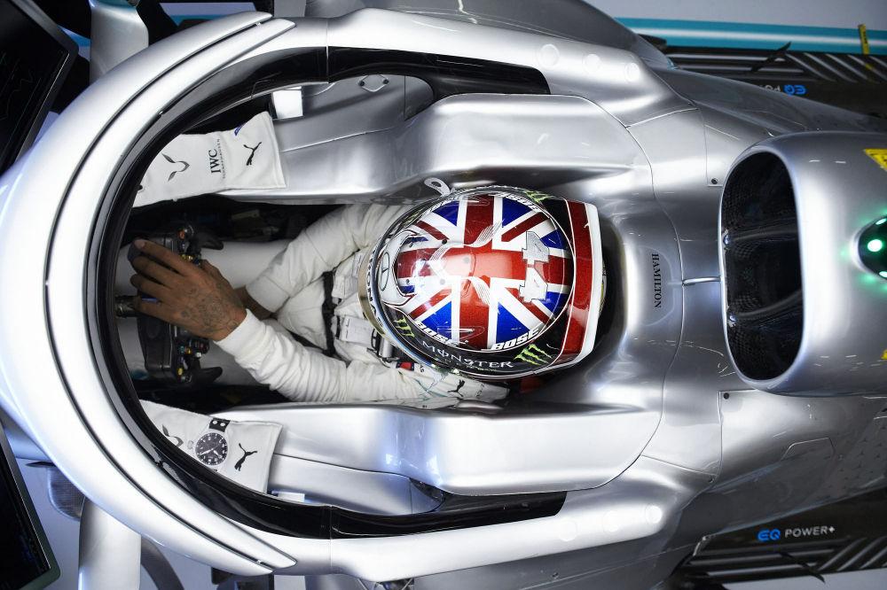 Lewis Hamilton oli Singapuri GP reedeste vabatreeningute kiireim